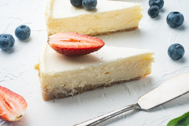 딸기와 치즈 케이크의 부분,