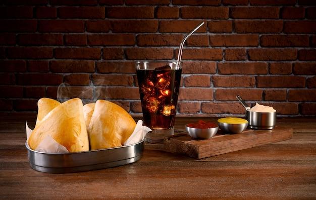 Порция эсфихи с майонезом, кетчупом, горчицей и содовой