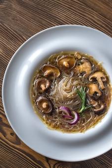 Порция шиитаке с имбирным супом