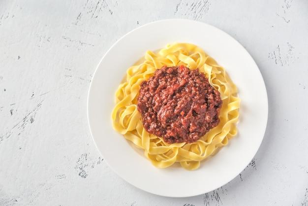 Порция тальятелле с соусом болоньезе