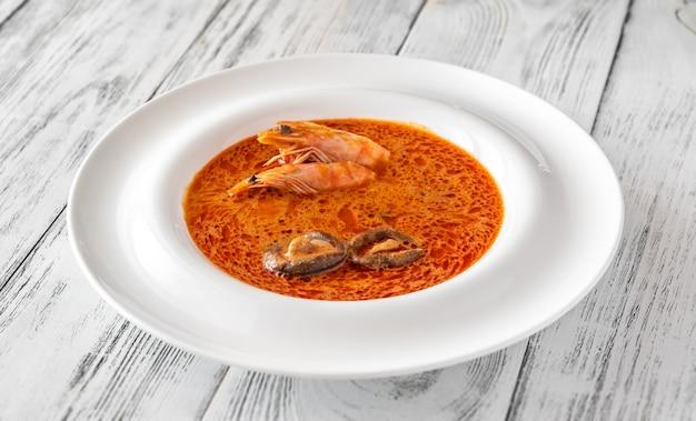 Порция супа том ям