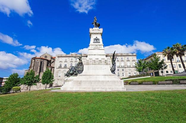 Porto, portugal - 7월 2일: palacio da bolsa(증권 거래소 궁전)는 2014년 7월 2일 포르투갈 포르투에서 역사적인 건물입니다.