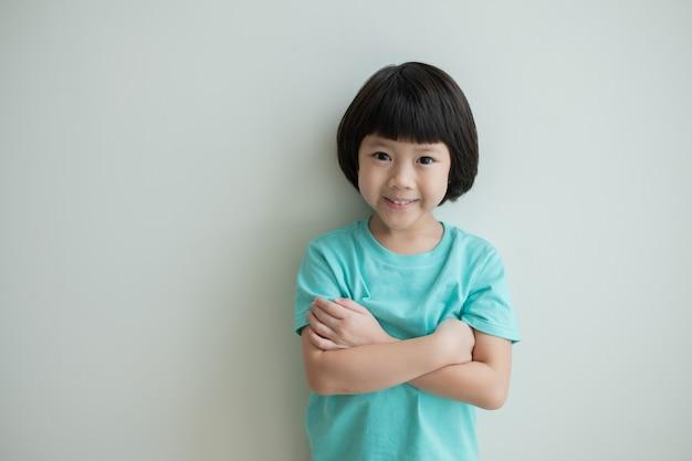 肖像画アジアの子供、子供をお楽しみください、幸せ、小さな女の子