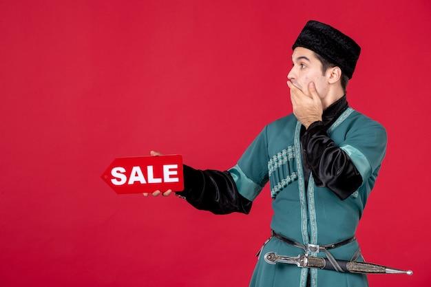 Ritratto di uomo azero in costume tradizionale azienda vendita targhetta redshopping primavera novruz
