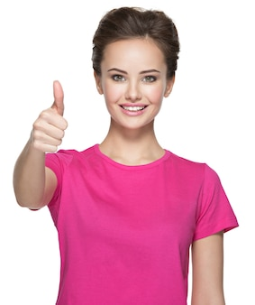 Ritratto di una bella donna adulta felice con il pollice in alto segno