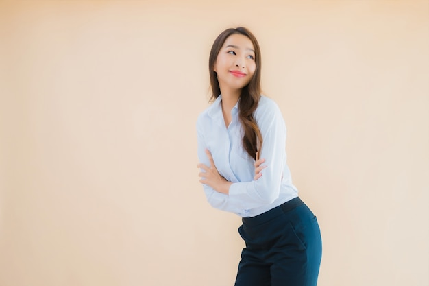 美しい若いアジアビジネス女性の肖像画