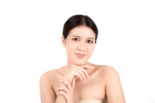 きれいな新鮮な肌を持つ肖像画美しい若いアジアの女性