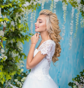 Portrait of bride with bouquet of flowers. beautiful bride portrait wedding makeup and hairstyle,