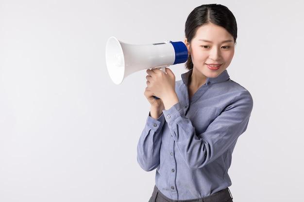 ホワイトスペースの肖像画ビジネス女性