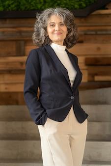 肖像画ビジネス女性着用スーツ
