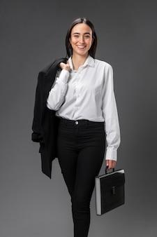 フォーマルなスーツを着ている肖像画の実業家
