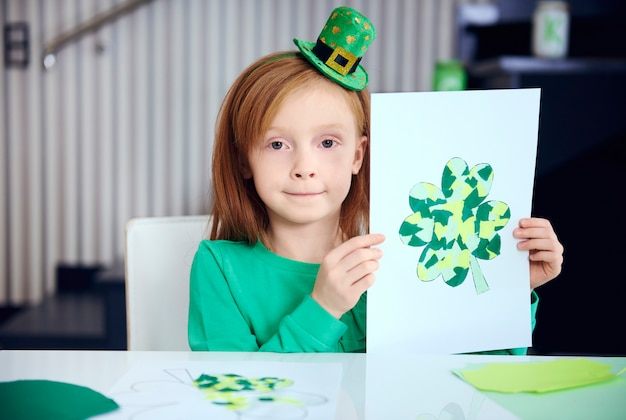 Ritratto di bambino che mostra la decorazione completa