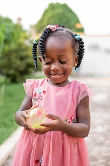 Ritratto di carino bambina nera