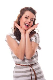 Ritratto di donna bruna felice