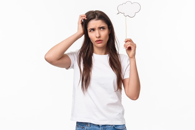 Ritratto espressivo giovane donna azienda discorso bolla