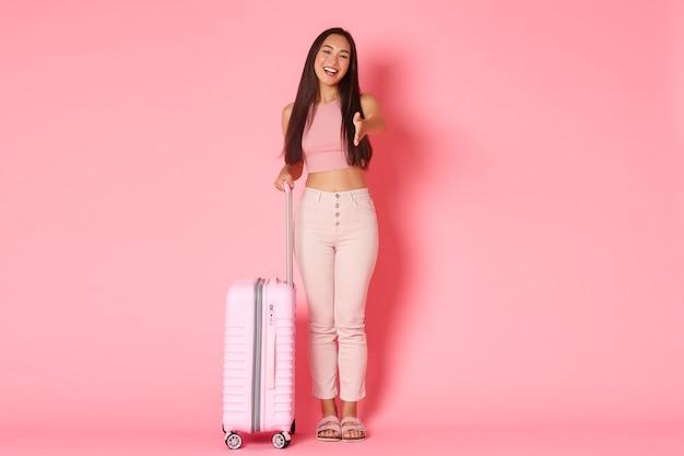 가방으로 초상화 표현 젊은 여자