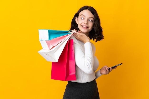 Портрет девушки с сумками