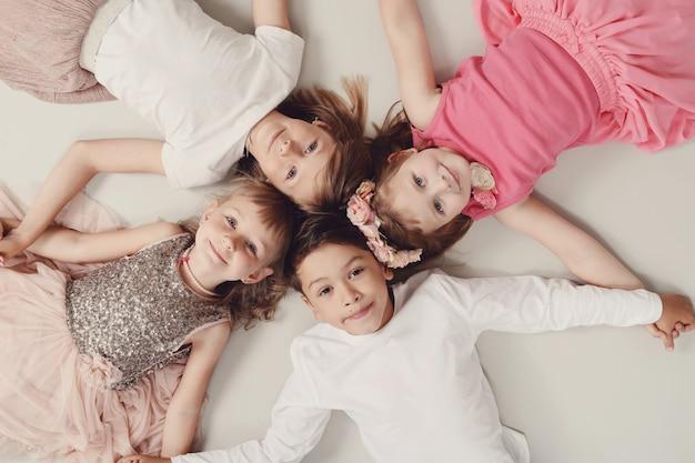 Ritratto di bambini felici