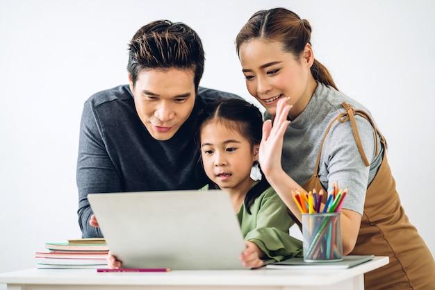 초상화 행복 미소 아시아 가족