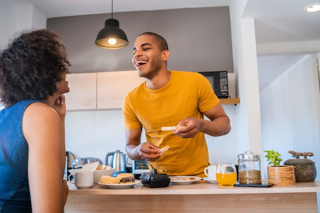 Portrait of happy young couple having breakfast together at home. relationship and lifestyle concept.