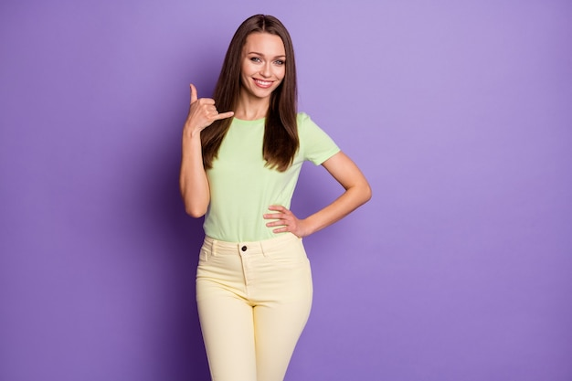 Portrait of her she nice-looking attractive pretty lovely cheerful cheery girl showing call me phone sign mobile operator isolated over bright vivid shine vibrant lilac violet color background