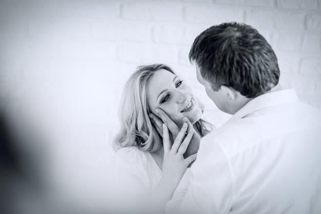 Портрет в стиле ретро. красивая влюбленная пара. закрыть