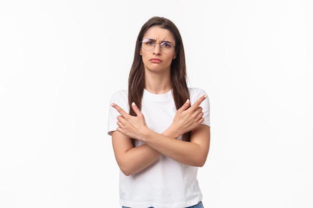 Ritratto di donna indecisa, perplessa e confusa