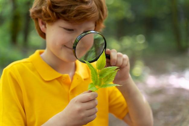 Ritratto di bambino nella natura