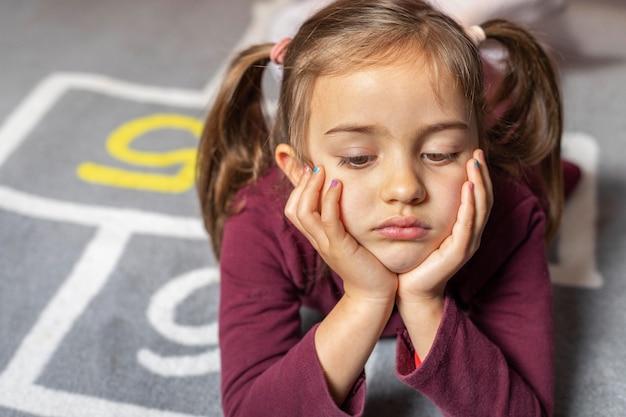 肖像画の少女は動揺