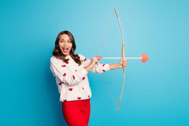 肖像画素敵なかなり驚いた驚愕の陽気な女の子射撃矢好色な目標