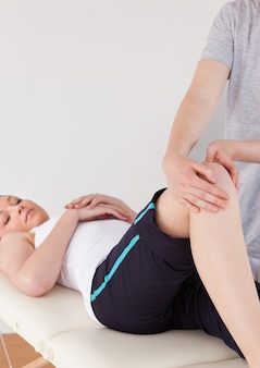 Portrait of a masseuse massing the knee