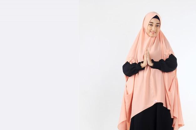 Portrait of muslim women giving sayings of ramadan