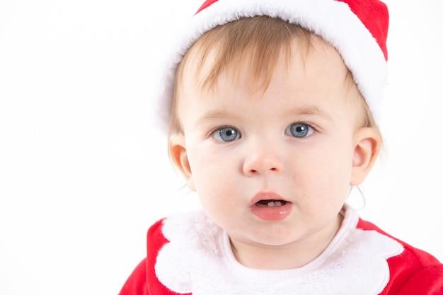サンタクロースに扮した赤ちゃんの肖像画