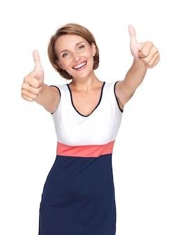 흰 벽에 고립 된 기호 엄지 손가락으로 아름 다운 성인 행복 한 여자의 초상화