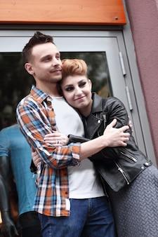 Портрет красивой влюбленной пары