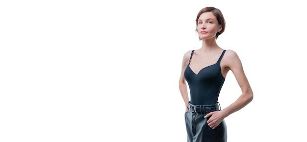 Портрет красивой высокой стройной женщины