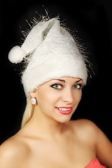 산타 클로스 모자를 쓰고 아름 다운 여자의 초상화