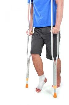 Портрет сломанной ноги с помощью костыля