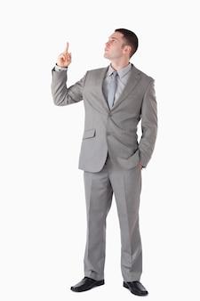 Портрет бизнесмена, указывая на пустое пространство