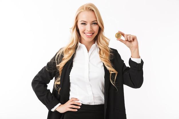 Портрет веселой молодой деловой женщины