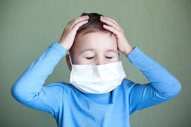 Портрет ребенка с маской для лица. здравоохранение.