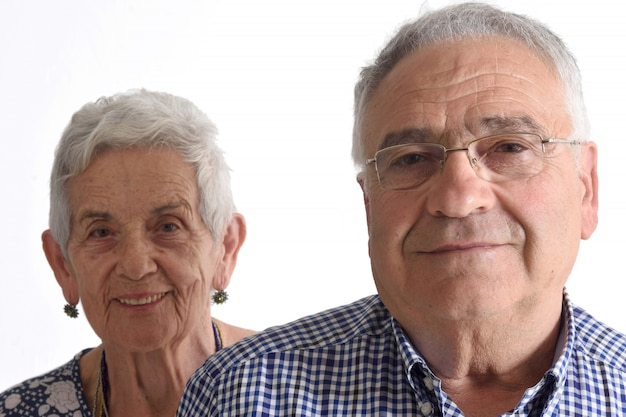 Портрет старшего пара на белом
