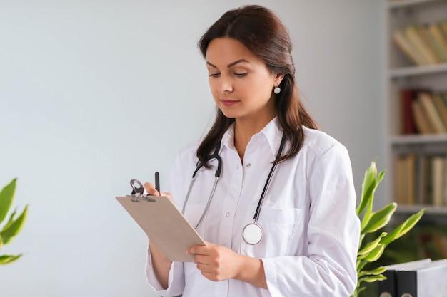Портрет врача