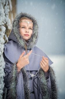 Портрет сказочной девушки-эльфа