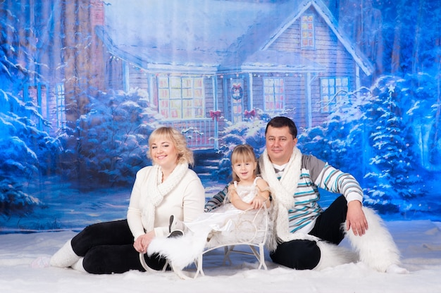 Портрет семьи, празднующей рождество вместе