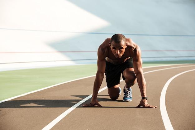 맞는 운동 아프리카 미국 스포츠맨의 초상화