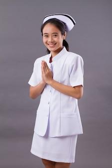 フレンドリーな笑顔の看護師の肖像