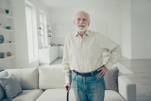 Портрет бабушки и дедушки в гостиной