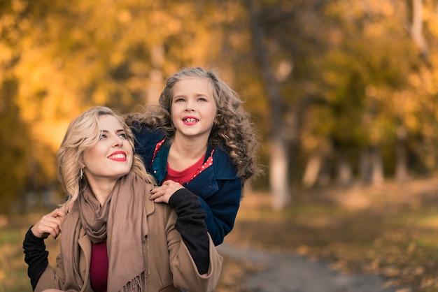 Портрет счастливой семьи
