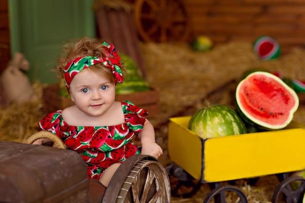 田舎の幸せな少女の肖像画
